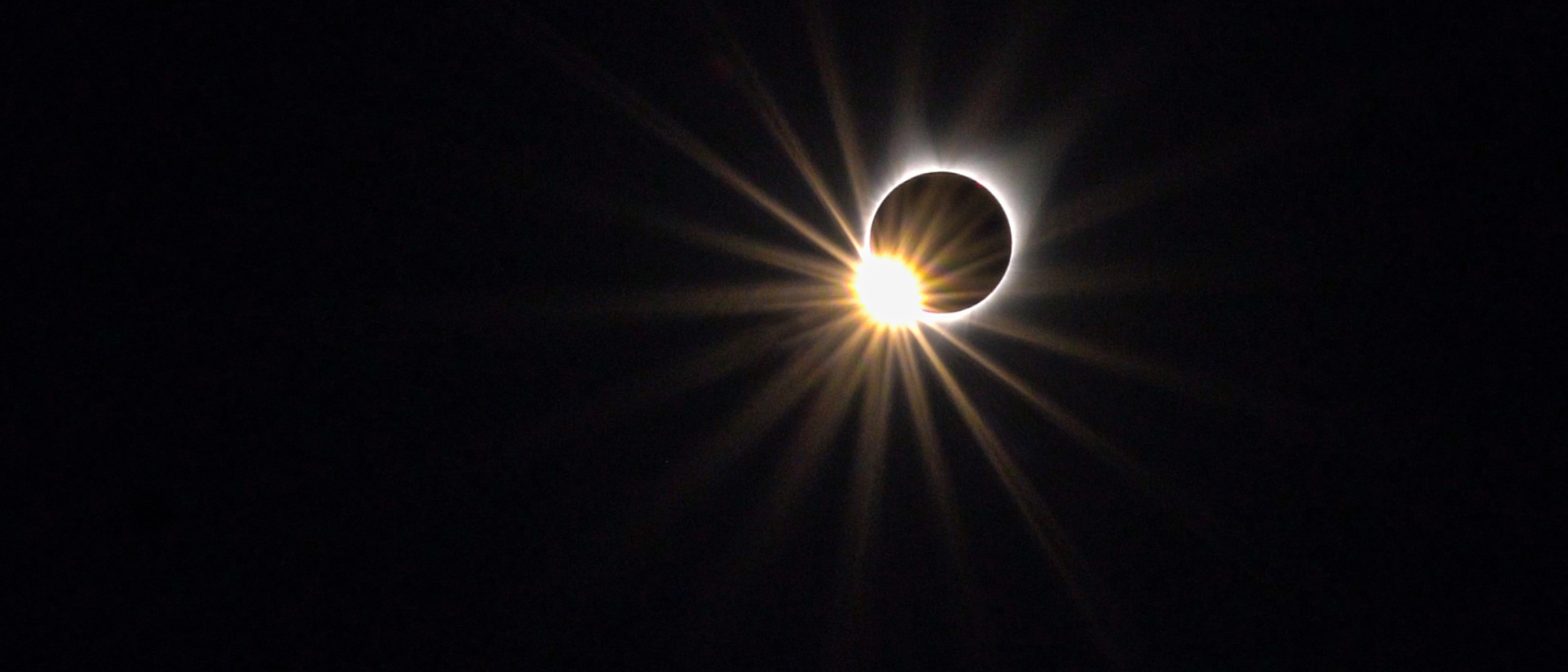 "The ""Diamond Ring Effect"" caused by the last edge of the sun disappearing behind the moon"