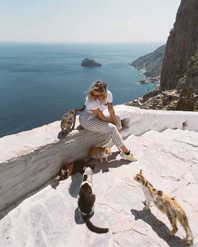 Spend enough time on a Greek island, and you are bound to find some beautiful people (and cats). First photo of me in my happiest place ever, by @tracykomlos rest of the slideshow is my work. #pdtrgreece #pangeadreams @pangeadreams