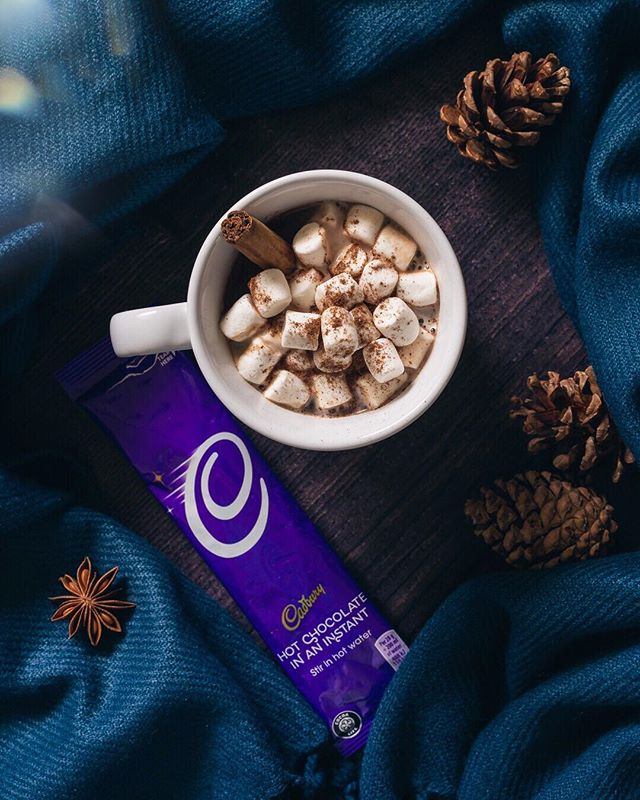 Days are getting shorter but I don't mind because it's the time of the year when I can get creative preparing my Cadbury Hot Chocolate to make the colder nights more cozy and magical! I particularly love it with mini marshmallows and cinnamon or star anise for a super comforting flavour. What about you? How do you prepare your #CadburyHotChoc at this time of the year? How do you Make It Yours? #ad @CadburyUK #MakeItYours