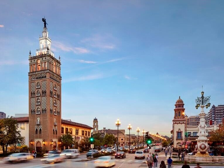 Country Club Plaza - The Country Club Plaza features 15 blocks of shopping and dining in the heart of Kansas City with 100 stores, 30 restaurants, and romantic Spanish architecture and European art. There are more than 240 artists featured in the plaza.