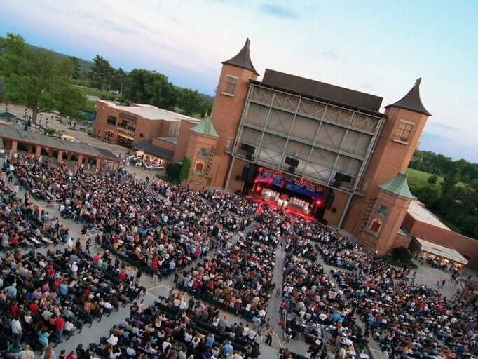 Starlight Theatre - The Starlight Theatre is a 7,958-seat outdoor theatre that presents Broadway shows and concerts. It is one of the two major remaining self-producing outdoor theatres in the U.S., and it presents many national Broadway touring shows.