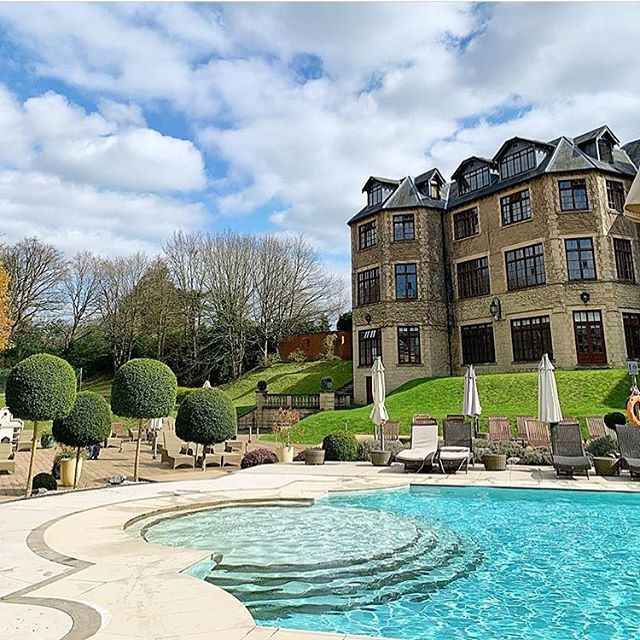 Spa-mazing! South Downs Water are delighted to be the official bottled water partner of the prestigious Exclusive Hotel Group. Pictured here is @pennyhill_park @pennyhillpark_spa - 5 Star luxury tucked away in Surrey #pennyhillpark #exclusivehotels #luxuryhotel #spa #southdownswater #bottledwater
