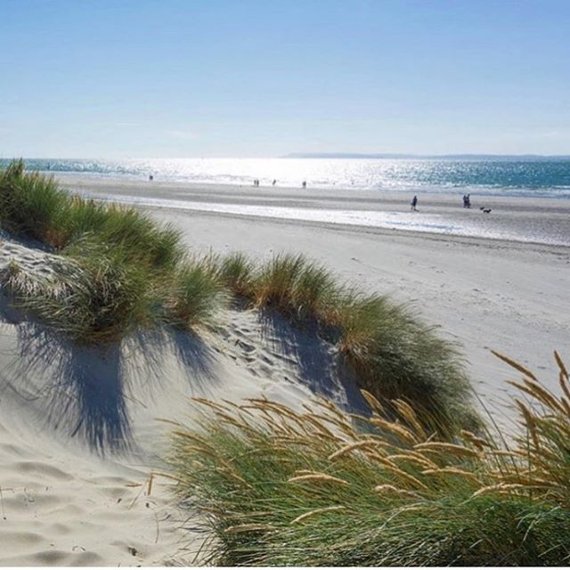 It's a hot sunny morning at #westwittering beach! Whatever you're doing in this lovely weather, make sure you stay hydrated with #southdownswater #southdowns #beachlife #schoolsout #staysafe #stayhydrated