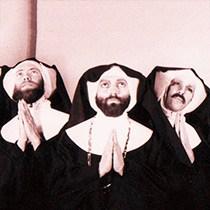 Irmãs da Perpétua Indulgência    Conheça as freiras barbadas que exorcizaram o papa e cuidaram das vítimas da aids no auge da epidemia nos Estados Unidos.