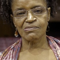 Um poema com muita pele    As armas e a poesia de Miriam Alves, escritora que há 30 anos produz literatura negra do Brasil para o mundo.
