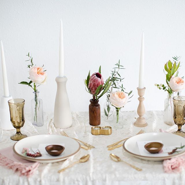 Pretty tablescapes are our jam ✨💕 and proper silverware placement is completely optional. . . . . Photo: @cadeyreisnerweddings  Design + styling: @thevintagelease  Floral: @victoriasgardenafloralco  Venue: @thelocalsturgis