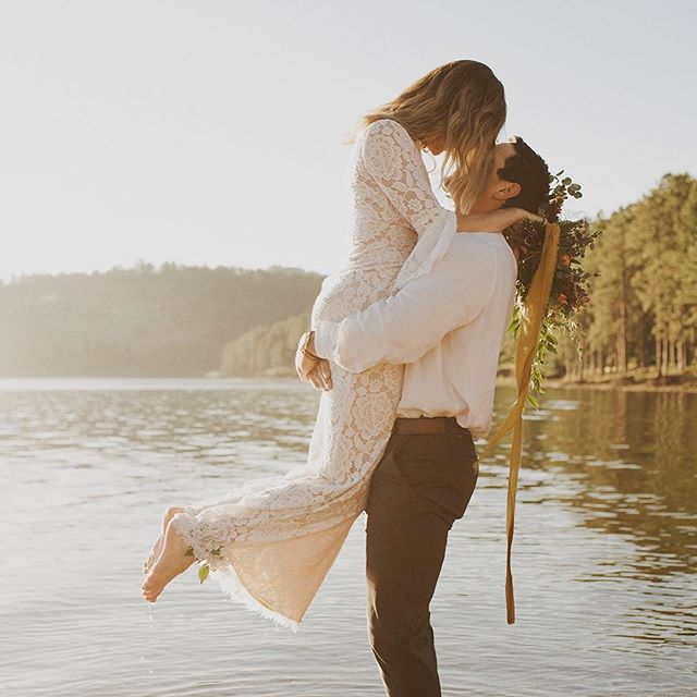 It's not too late to book our Glamping Elopement package with @kristineelisabethphoto BUT you need to get on it! Exclusive to the month of September, let us plan and style your stress free and beautifully curated ceremony and tablescape for two before you cozy up to enjoy one night in a glamping suite at @undercanvasofficial . Elopement, vow renewal, or extravagant anniversary ? You choose ! Details in our story or highlights (select elopements)