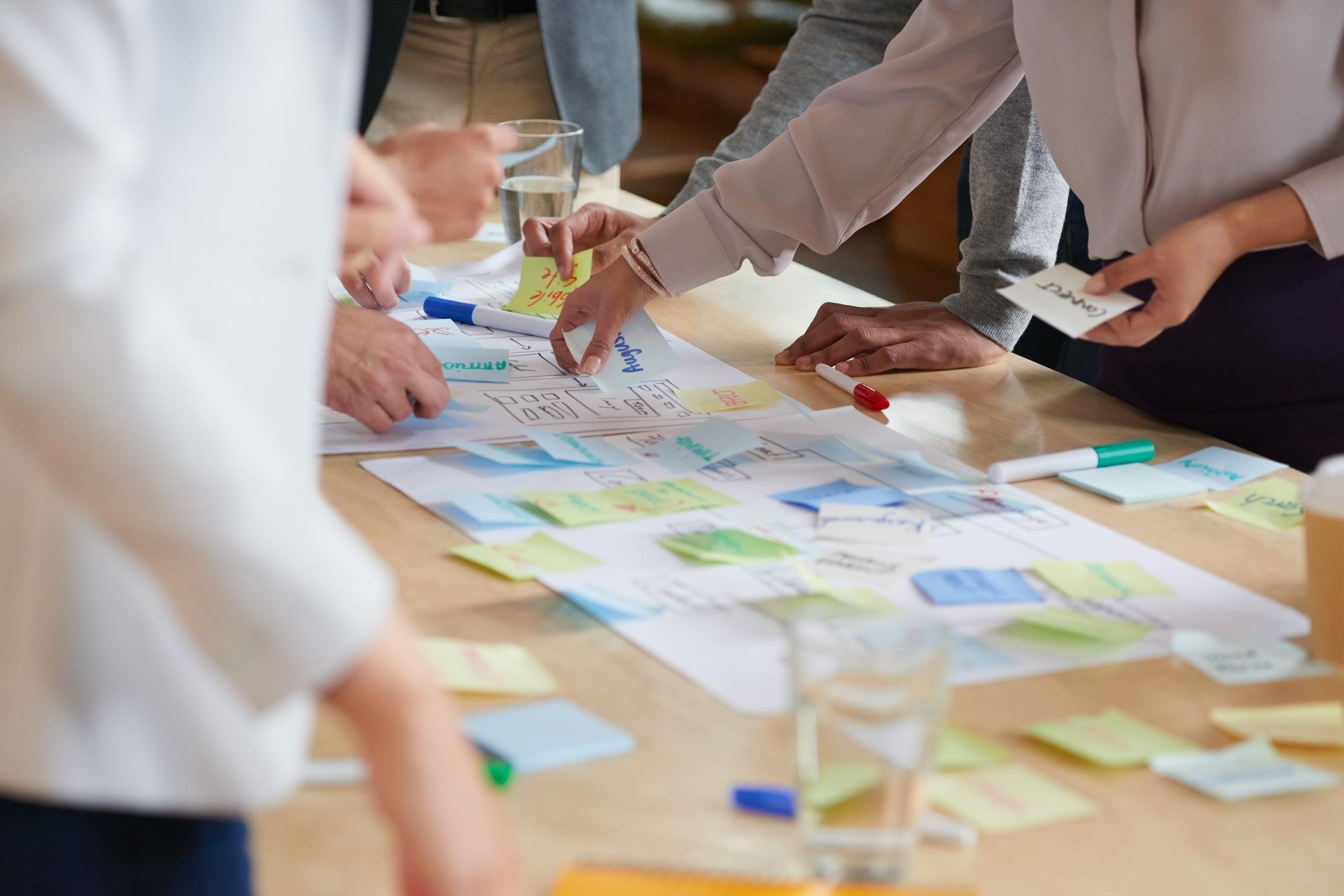 Metodikk - Seminaret gjennomføres som en kombinasjon av teoretisk undervisning, casebaserte workshops og plenumsdiskusjoner med praktiske eksempler.Vi har bred erfaring med varslingssaker og arbeide med psykososiale arbeidsmiljøfaktorer i norsk arbeidsliv.