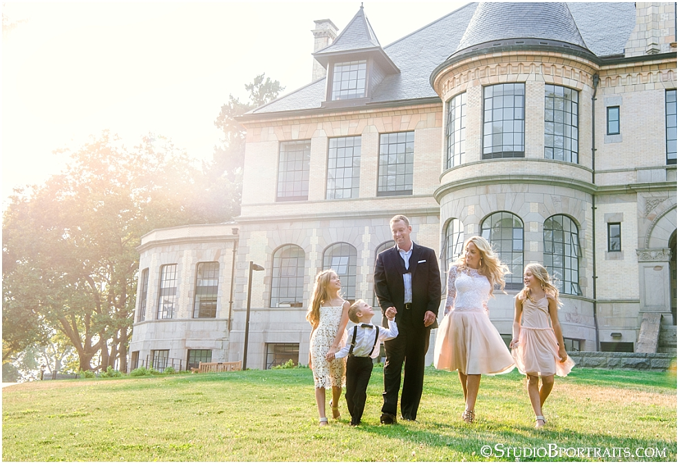 Studio B Portraits formal family pictures photogreaphed at University of Washington in front of castle mansion