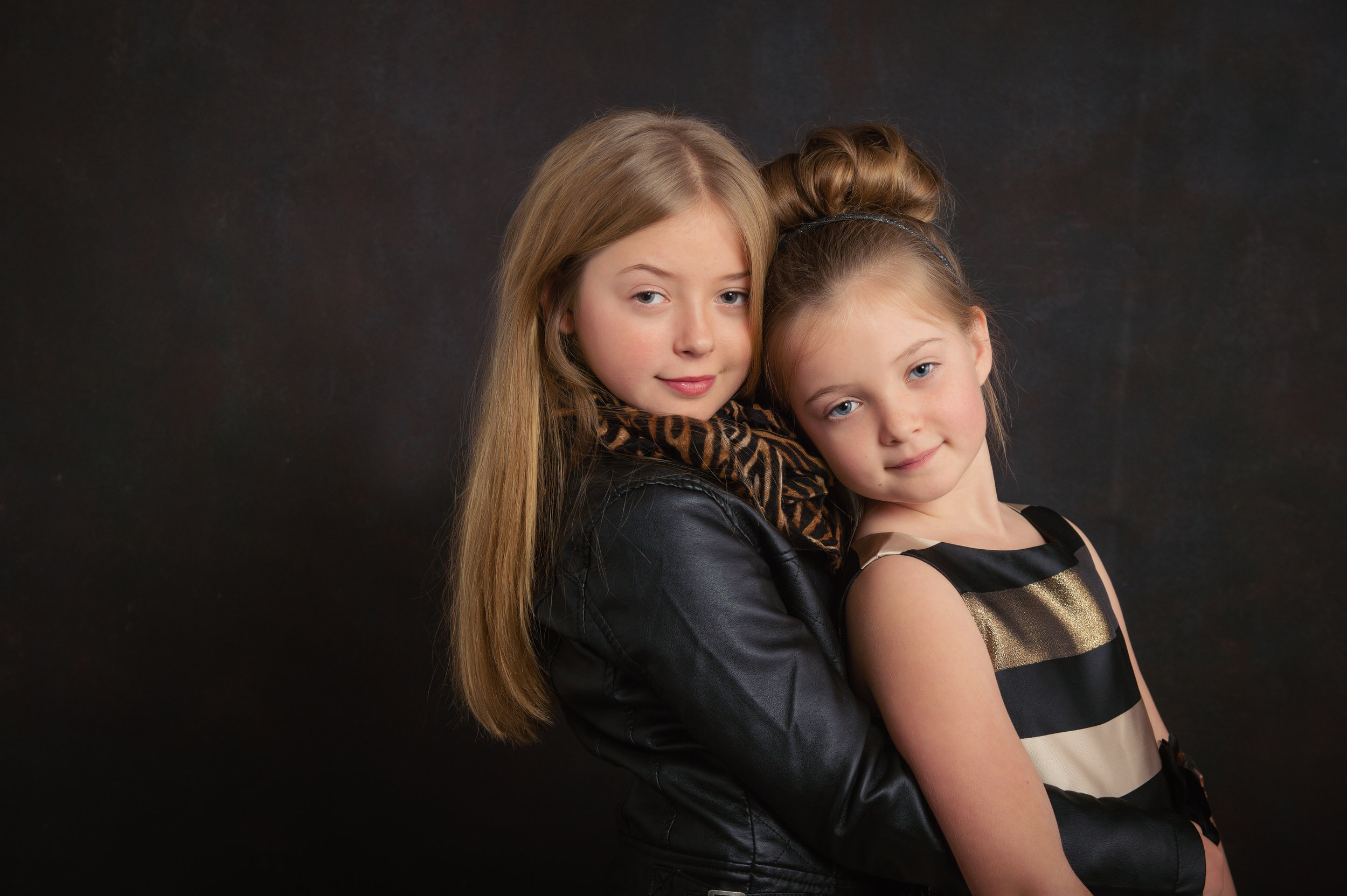 StudioBPortraits_two-sisters-in-formal-dresses