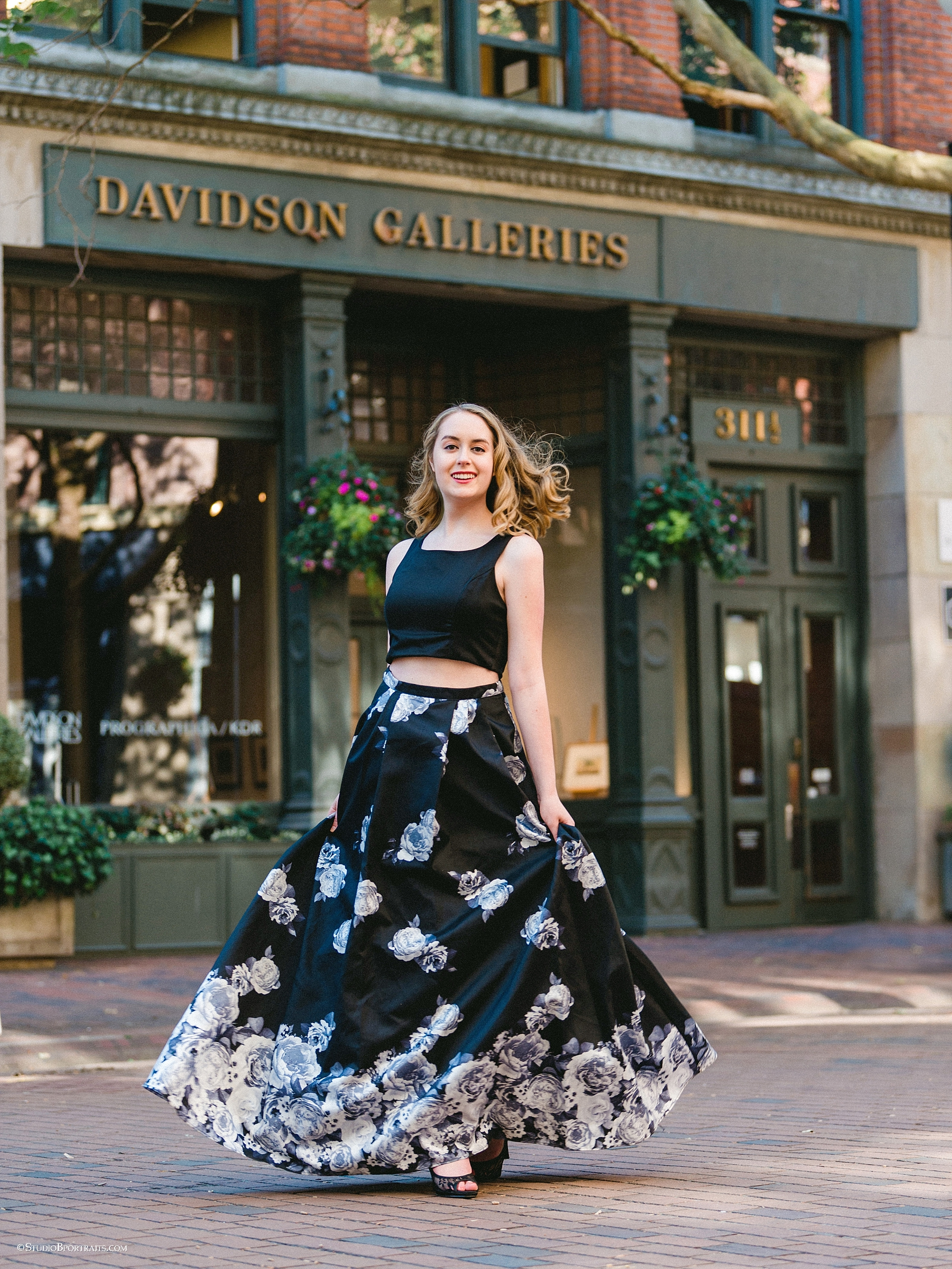 Issaquah High School | Class of 2019 beauty Kelly in a gorgeous two piece floral formal |Macy's
