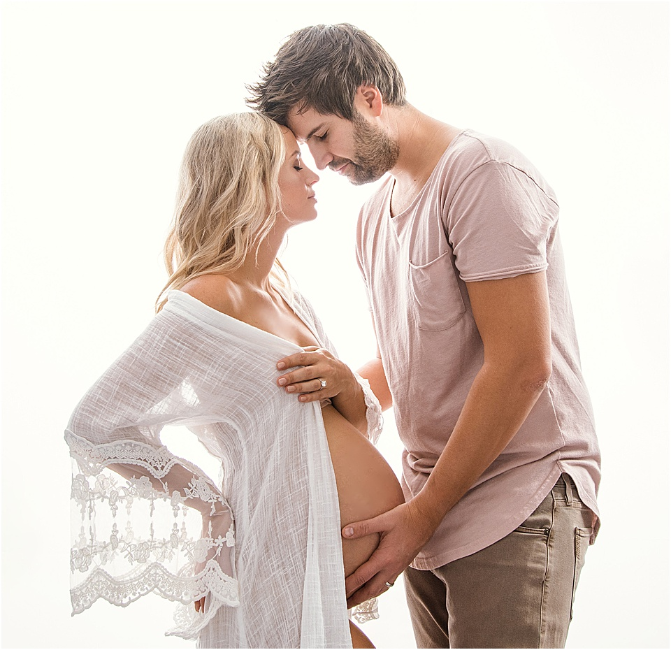 Romantic Maternity Photos | Bellevue WA | pc:    StudioBportraits.com