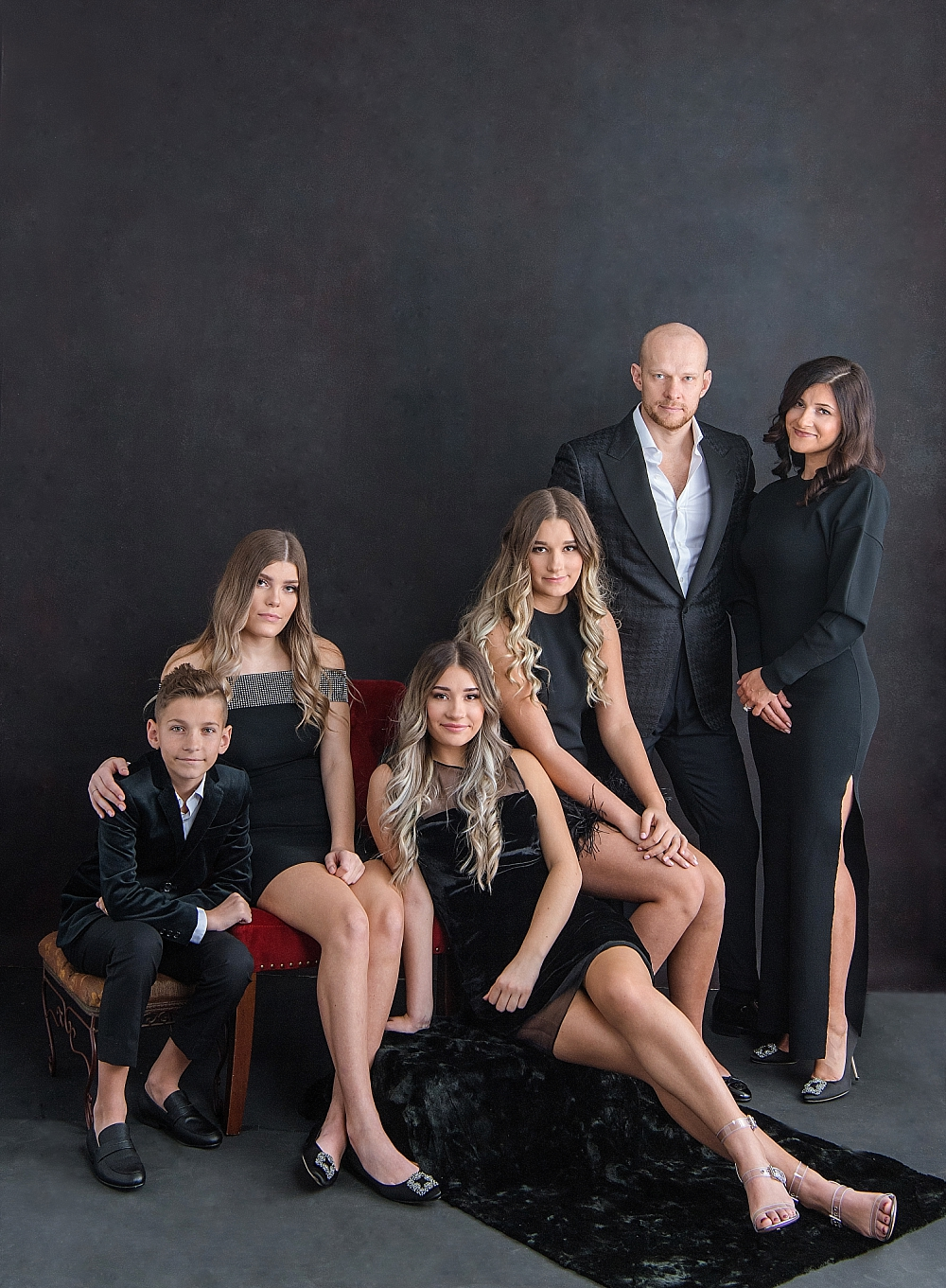 Magazine-Style - Page Turning Formal Family Portraits