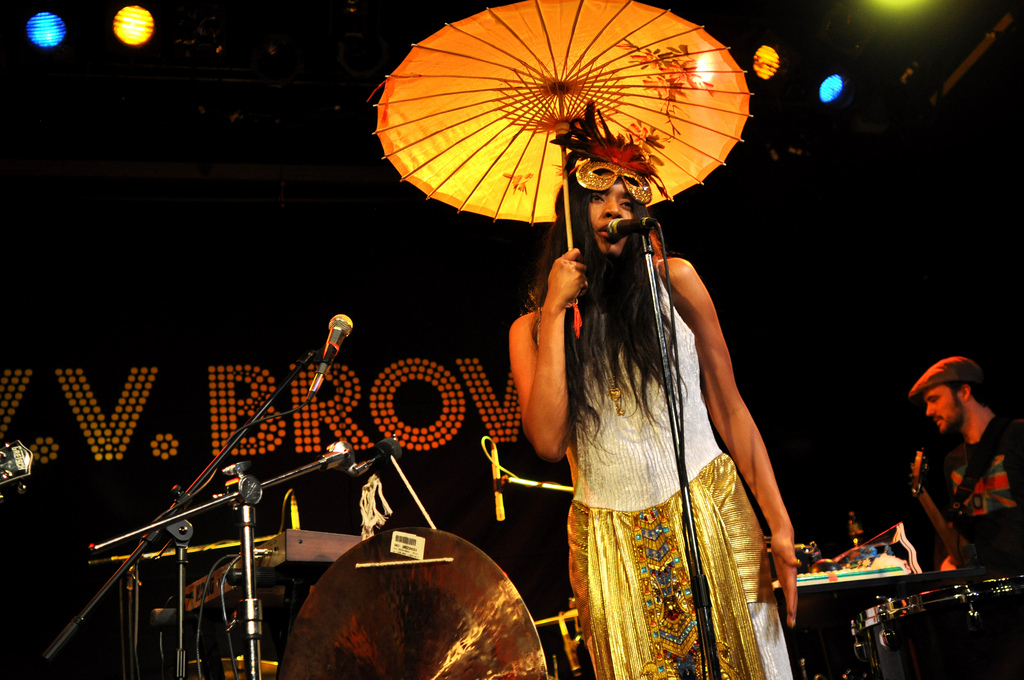 VV Brown at Bowery Ballroom