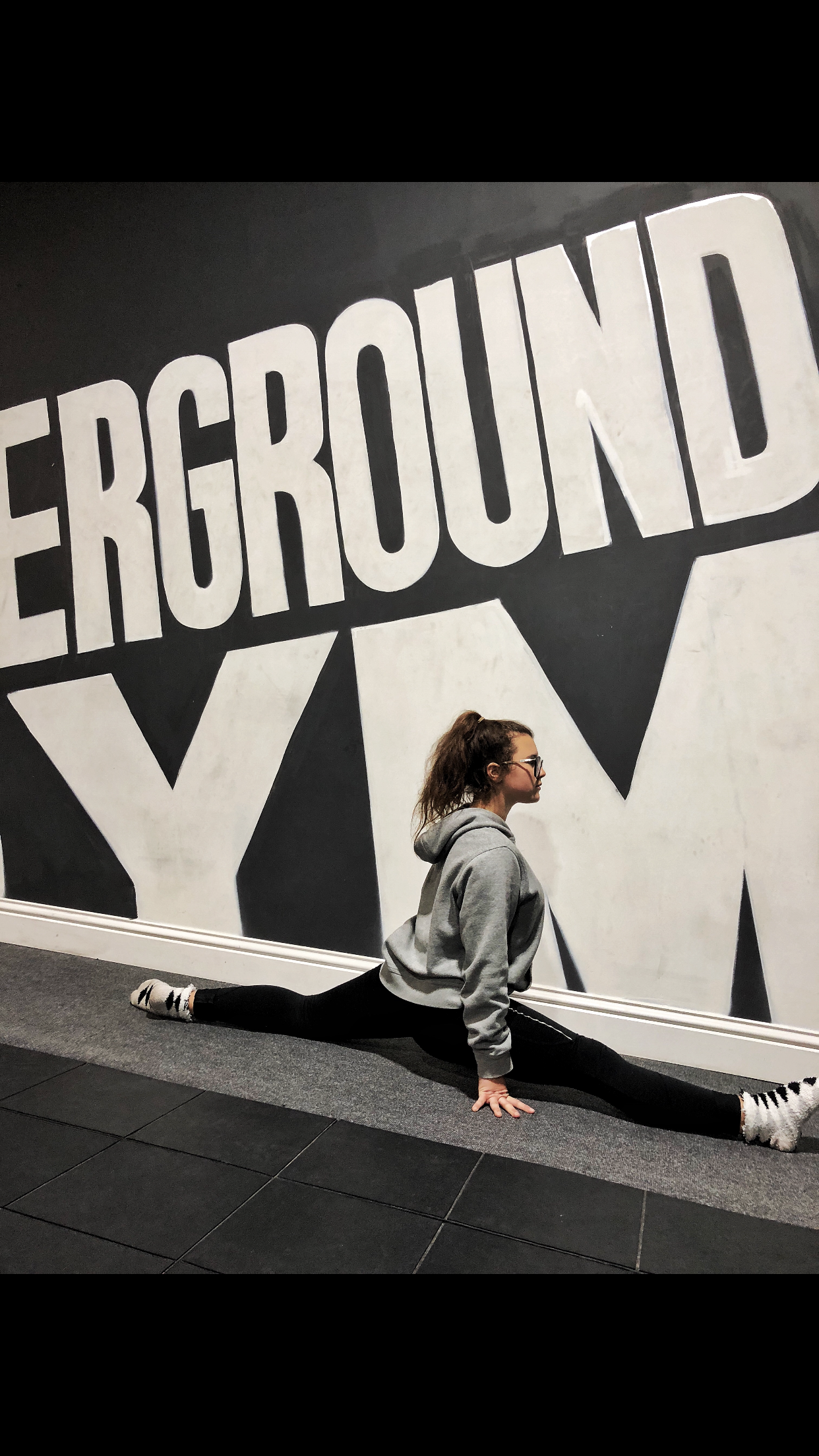 Angel demonstrates the splits at The Underground Gym Newhaven