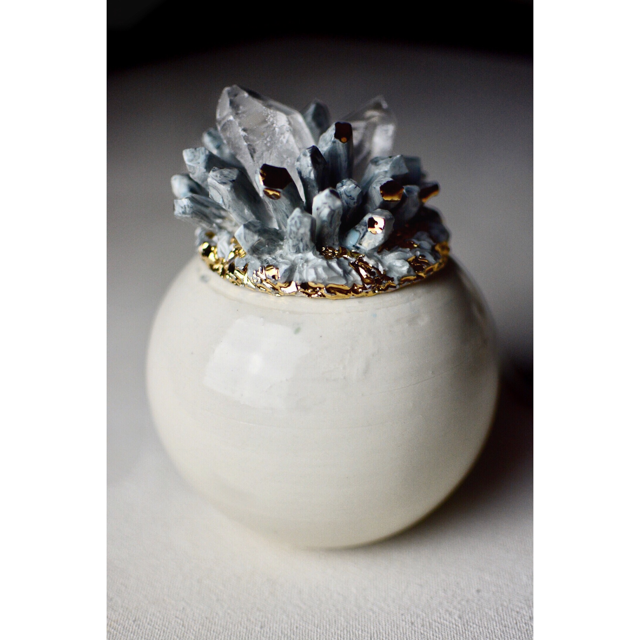 Raw quartz crystal lid jar