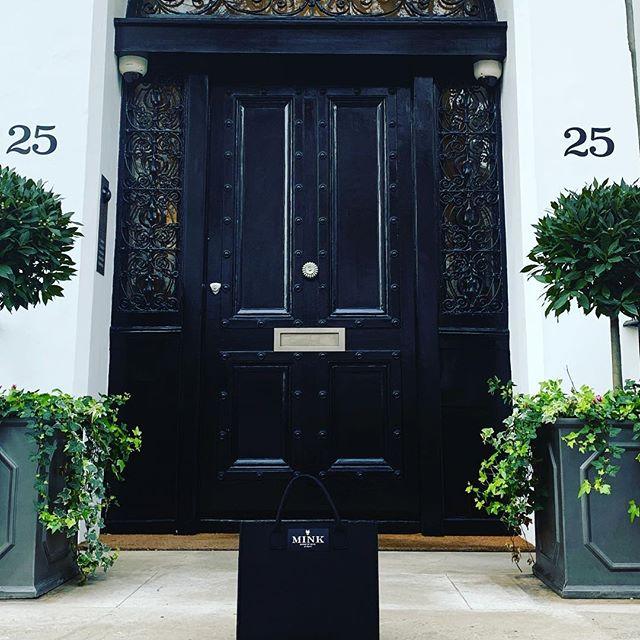 "Mink's ""Chloe Tote"" feels at home in swanky Belgravia. Wonderful neighborhood. #mme.mink #houseofmink #doihavetocomehome #annawintour #hermes #london #swanky #london #belgravia"