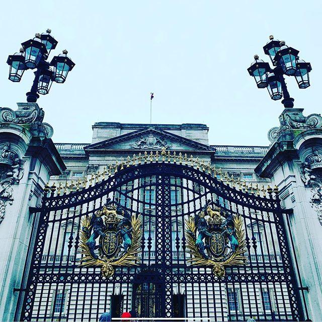 Gorgeousness #mme.mink #houseofmink #buckinghampalace #london #changingoftheguard