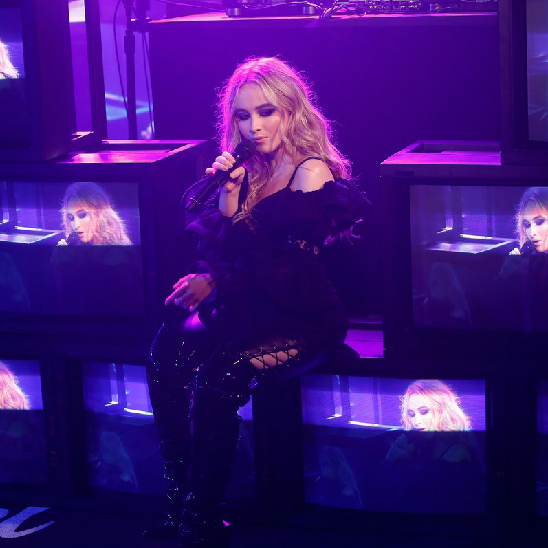 sabrina-carpenter-and-jonas-blue-perform-alien-on-jimmy-kimmel-live-01.jpg