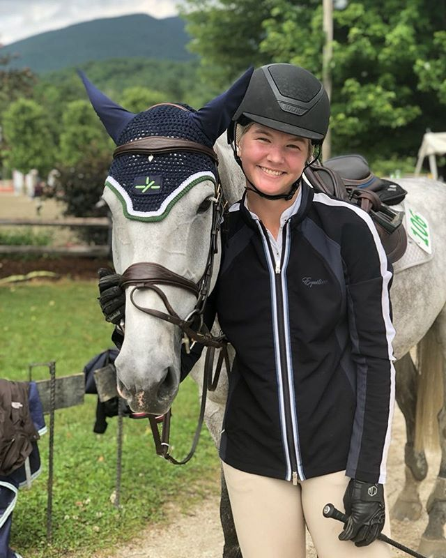 Congratulations to Kate Van de Bovenkamp and her own Cassini Du Boy for winning the high children's jumpers! Xela Janklow and Monte Carlo were also 2nd in the low adult jumpers!