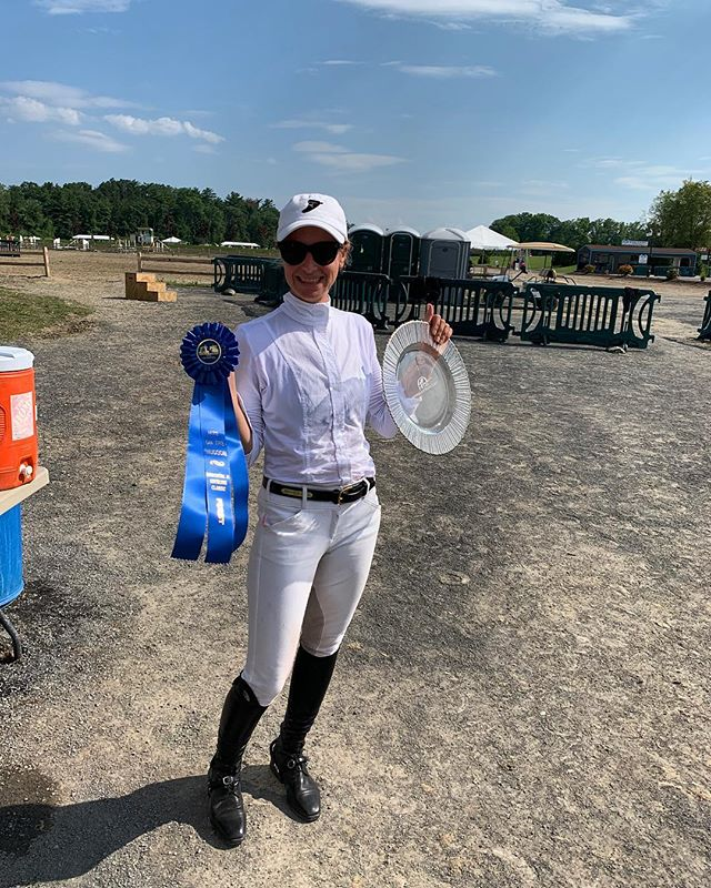 Xela Janklow and Monte Carlo continued their winning with a first place in the low adult classic!! Kate Van de Bovenkamp and Cassini Du Boy were 8th and Dana Trotter and Balou's Boy took home 9th in the child/adult classic! Dimitri Pauli and Eros WH were 4th yesterday in the low A/Os and Julia Byrne finish the weekend with a double clear rounds in the low children's! Drue Halsted and Coretta were 4th out of 32 in the adult hunters! Caroline Cole and Kinsale took home 3rd and 2nd in the 3'3 juniors! Such a fun week with great clients and amazing horses! 🦄🦄