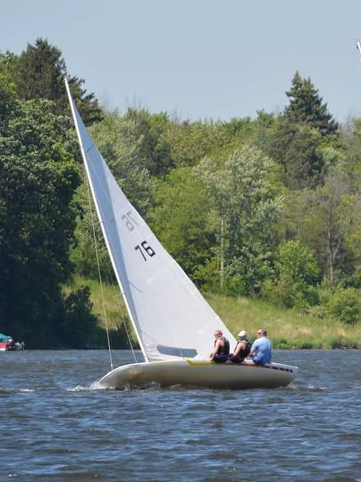 "LL-76 ""Phat Pheonix""  Skipper: Hugh Walborn  Crew: Amanda/Susan Walborn"