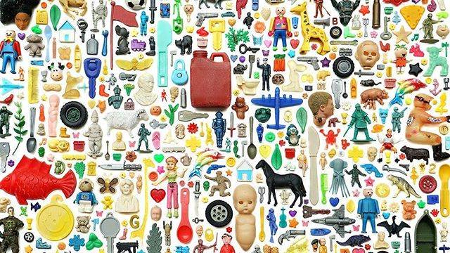 DID YOU KNOW: 🤔  🛢️ Most plastics come from fossil fuels, and our plastics dependencyis exacerbating climate change.  ♻️ Just 9%of plastics wererecycled in the U.S. in 2015. Globally it was estimated to beabout 20%.  🇨🇦 This week,Canada announcedplans to ban single-use plastics — likely bags, straws, plates, etc. — by 2021.  Photo: Plastic objects found on the coast of England, 1994–2019. . . Source and image: @Axios / Steve McPherson.   -- #zerowaste #plasticfree #plasticpollution #microplastic #sustainability #sustainablebusiness #climatechange #CSR #zerowastelifestyle #lessplastic #savetheplanet #plasticfreeliving #plasticpollutionsolution #plasticfreeforthesea #plasticfreeoceans