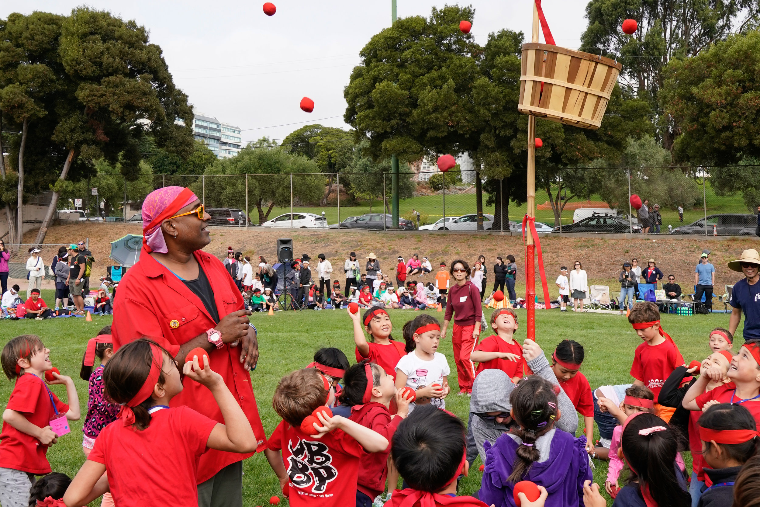 1st and 2nd grade aka(red) team ball toss at Undoukai.