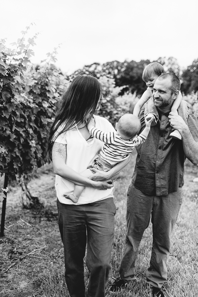 chamard-vineyards-ct-new-england-editorial-family-photographer (12 of 34).jpg