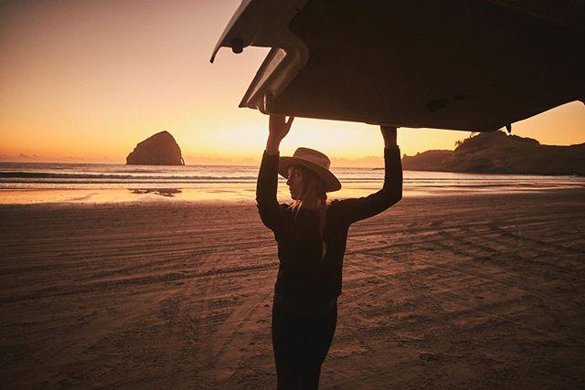 When one door closes, you can always go out the back. 😏🚐    Shown here: @driftwoodeurovan . . . . . . . . . . . . . . . . . #gocamplife #wheresgocampnow #gocampvan #gocamprentals #oregon #beach #sunset #haystackrock #vanlife #friyay #travel #wander #leftcoast #vanlifediaries #roadtrip #campervan #driftwoodeurovan