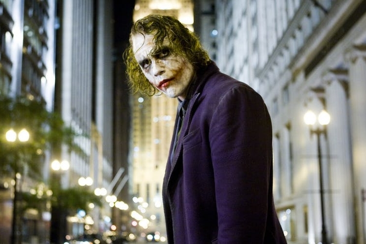 Heath-Ledger-as-the-Joker-in-The-Dark-Knight.jpg