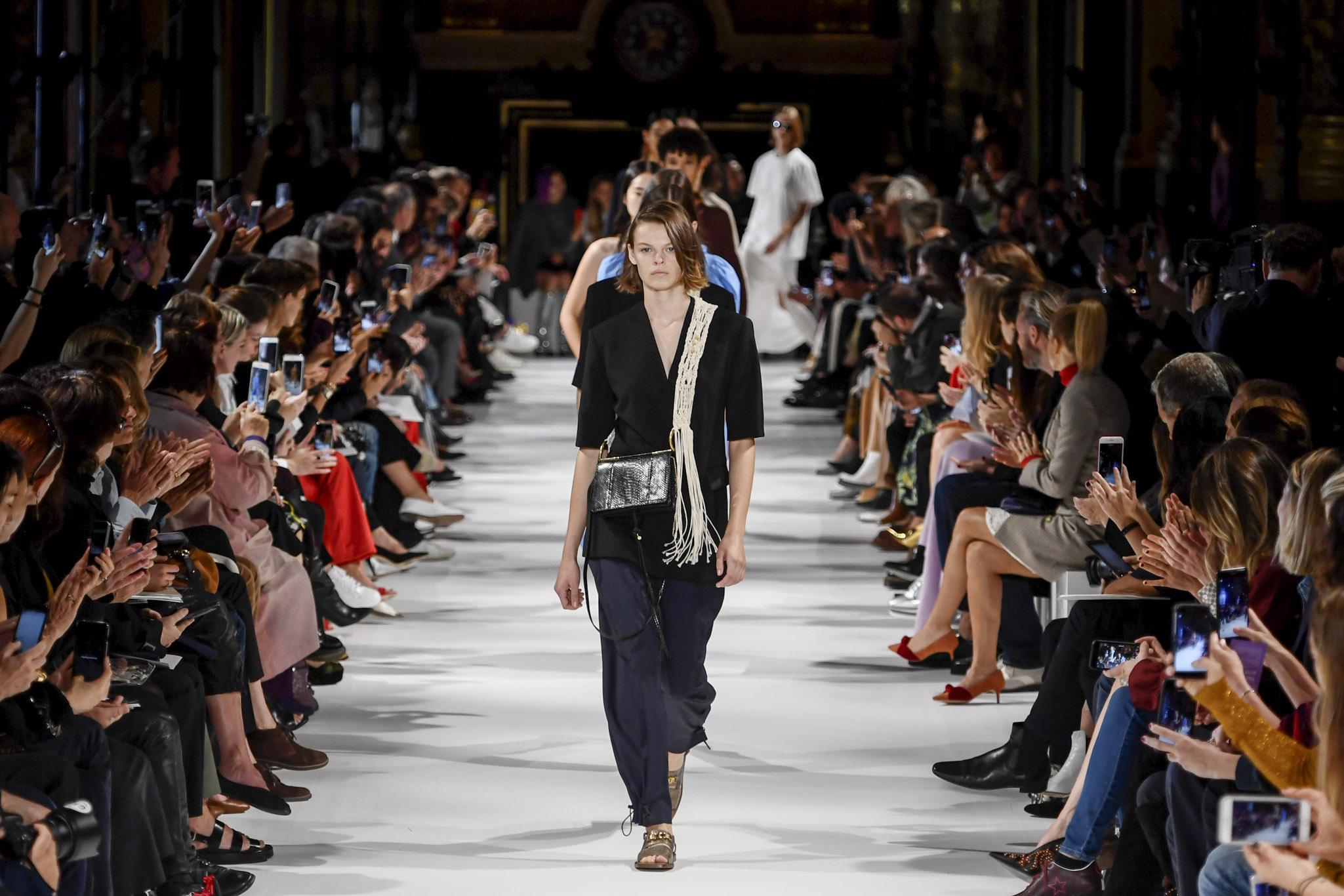 stella-mccartney-d-rtw-spring-summer-2018-paris-fashion-week-5520.jpg