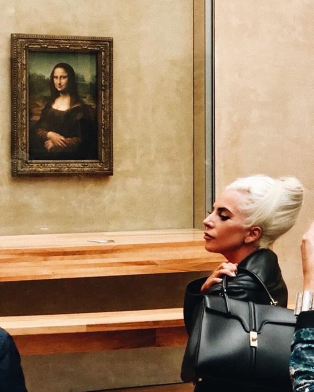 Lady Gaga usando lo que se rumorea es el primer diseño de Slimane para Celine