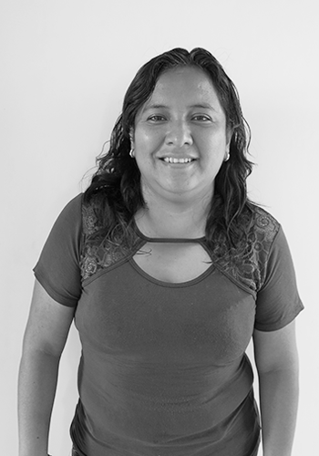 Jossie  // ACCOUNTING   Jossie works in the accounting area of the studio. She is a number lover, her favorite color is blue and her favorites activities are traveling and trying different world cuisines.