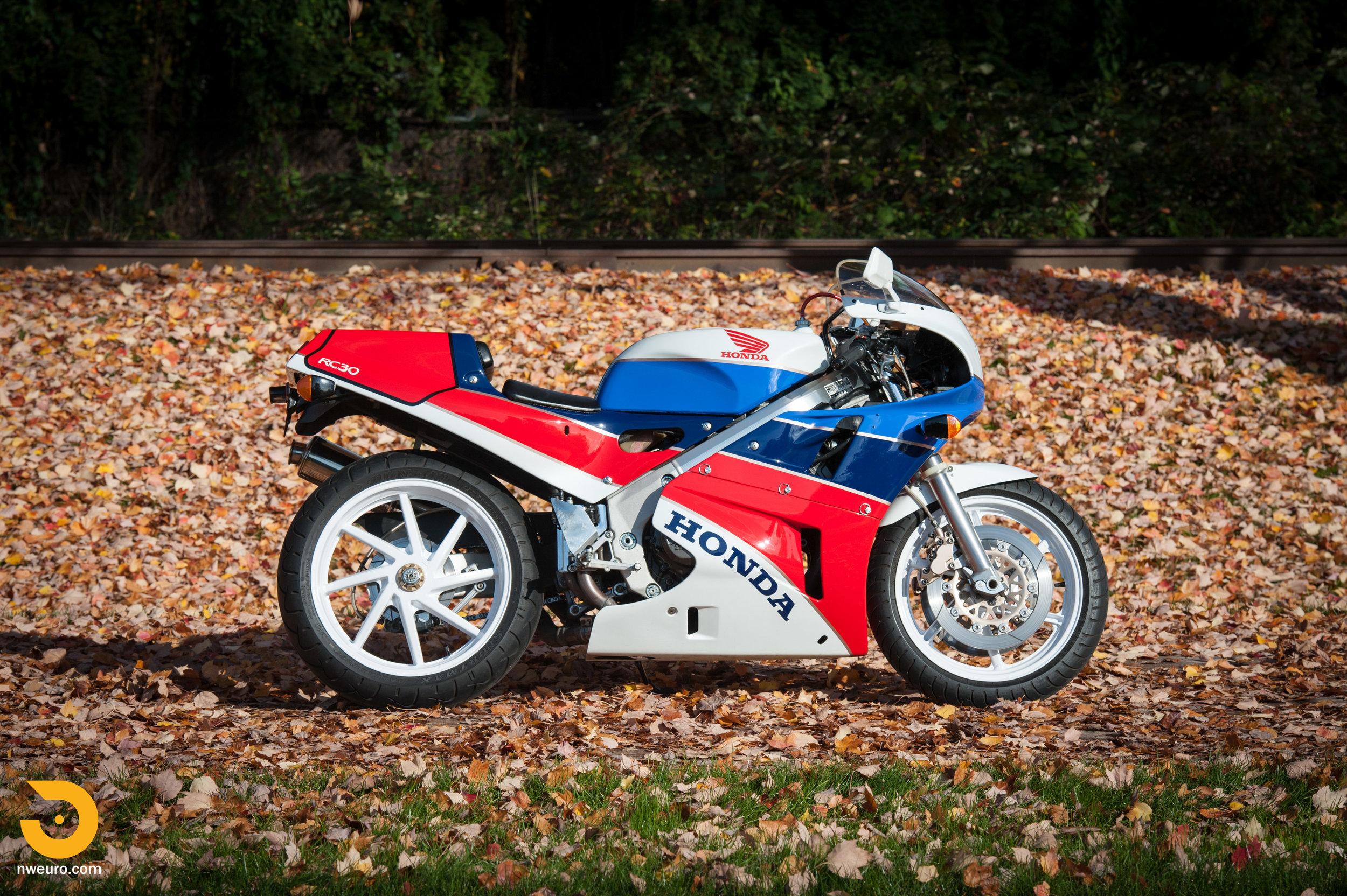 1990 Honda RC30-1.jpg