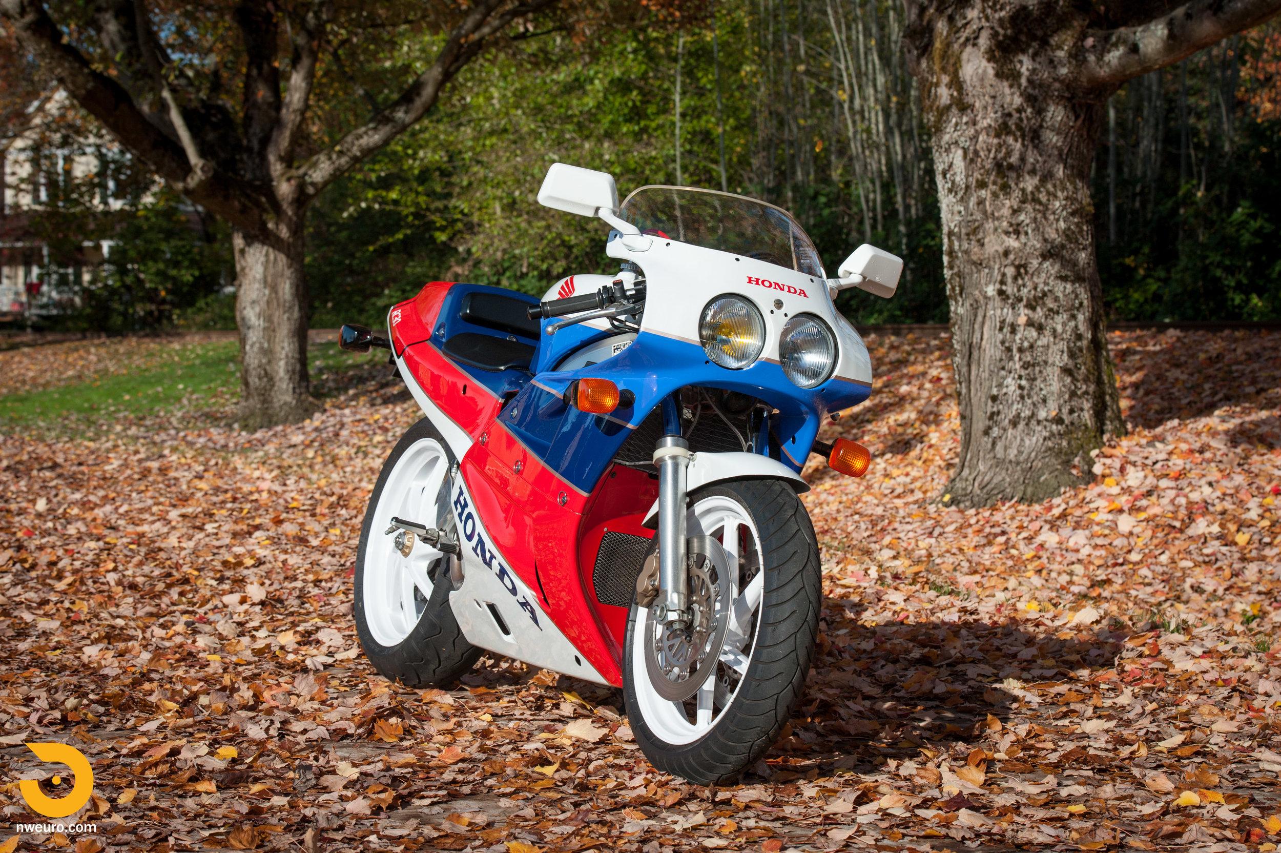 1990 Honda RC30-2.jpg