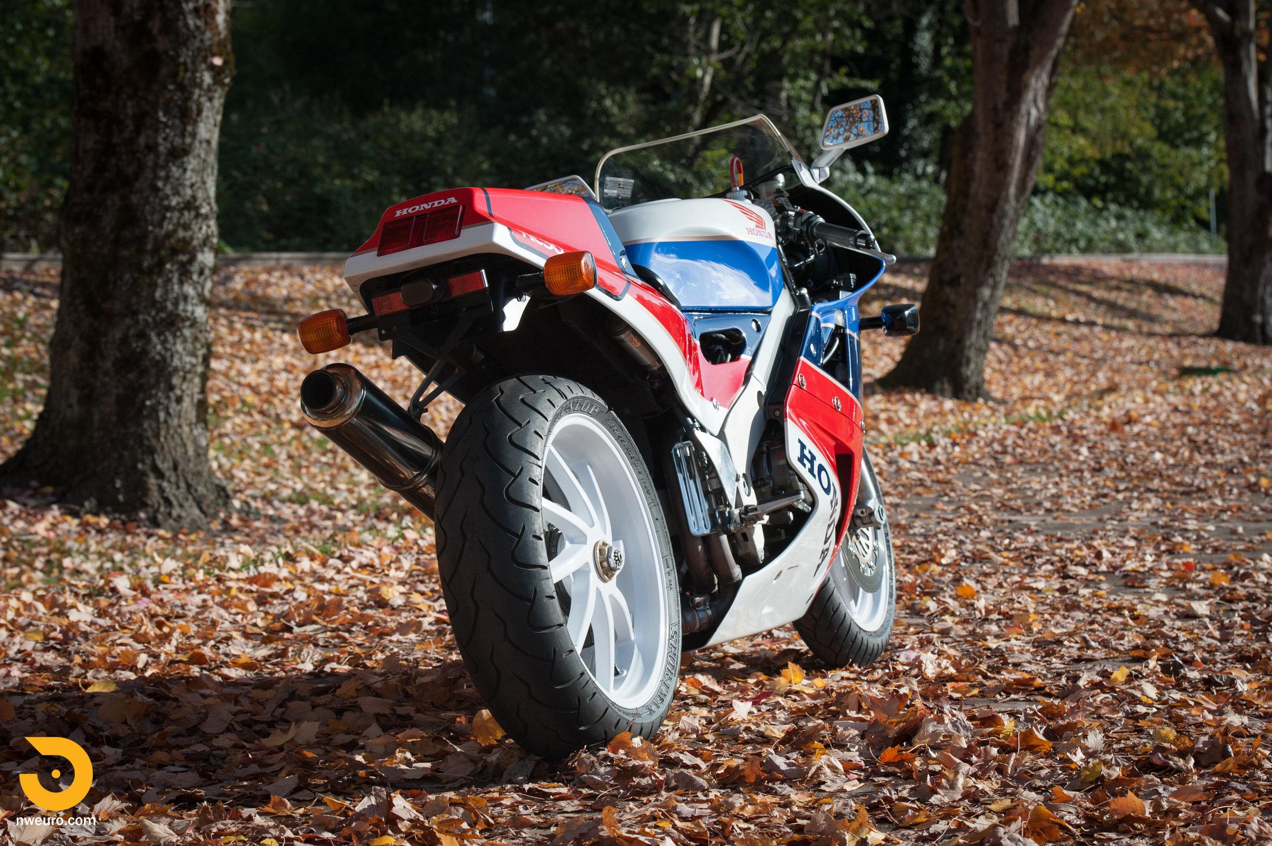 1990 Honda RC30-11.jpg