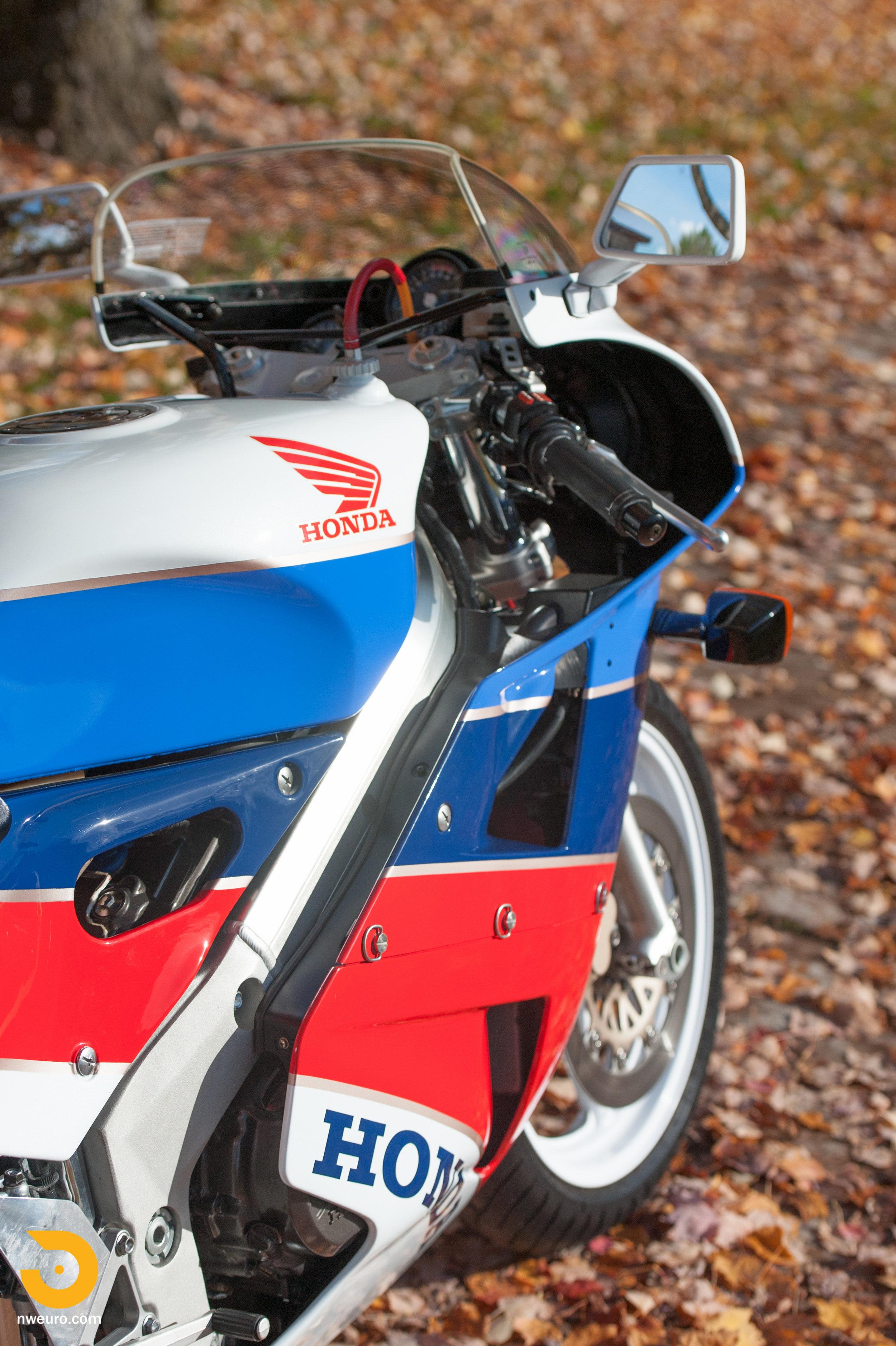 1990 Honda RC30-17.jpg