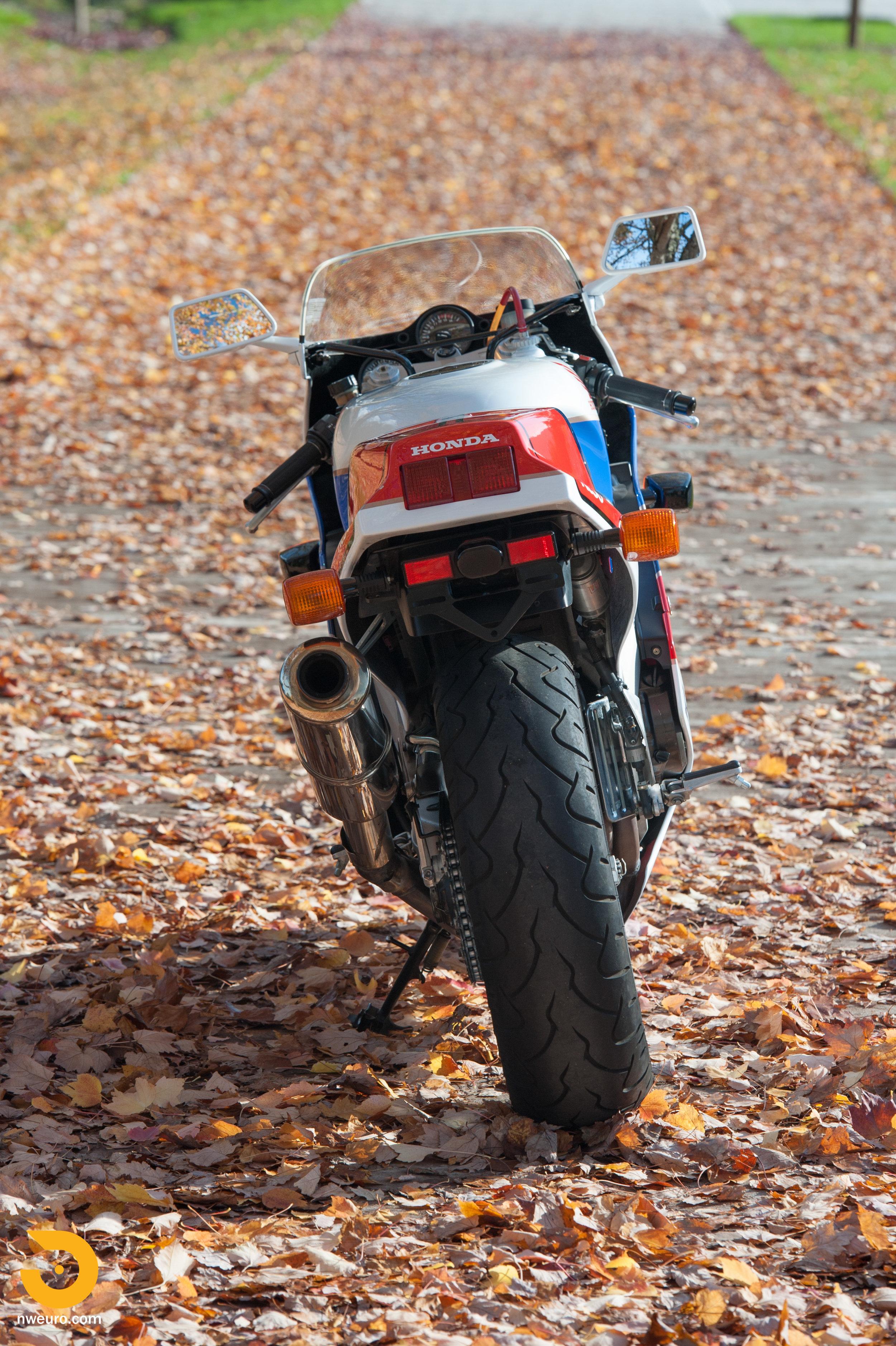 1990 Honda RC30-18.jpg