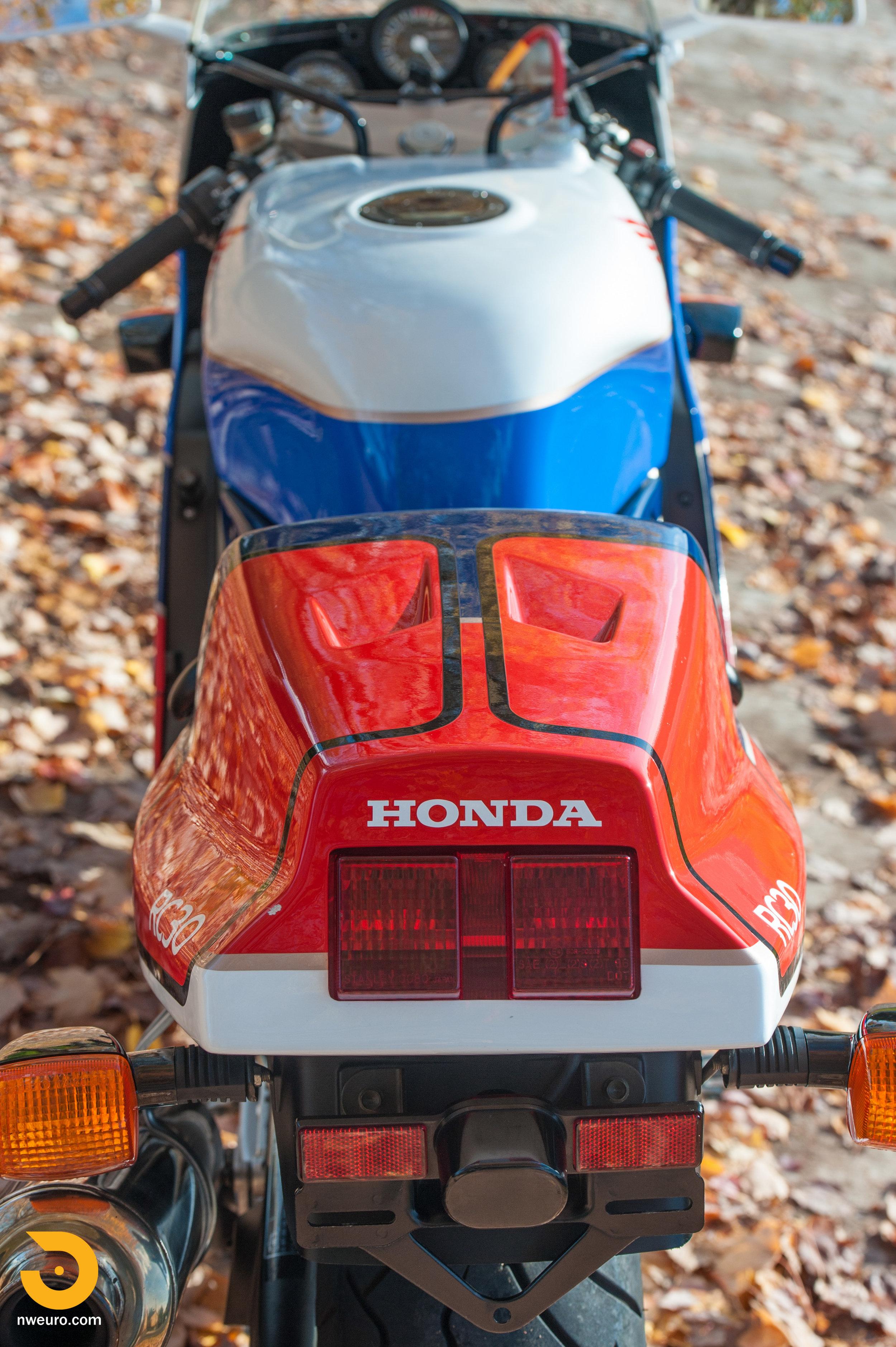 1990 Honda RC30-22.jpg