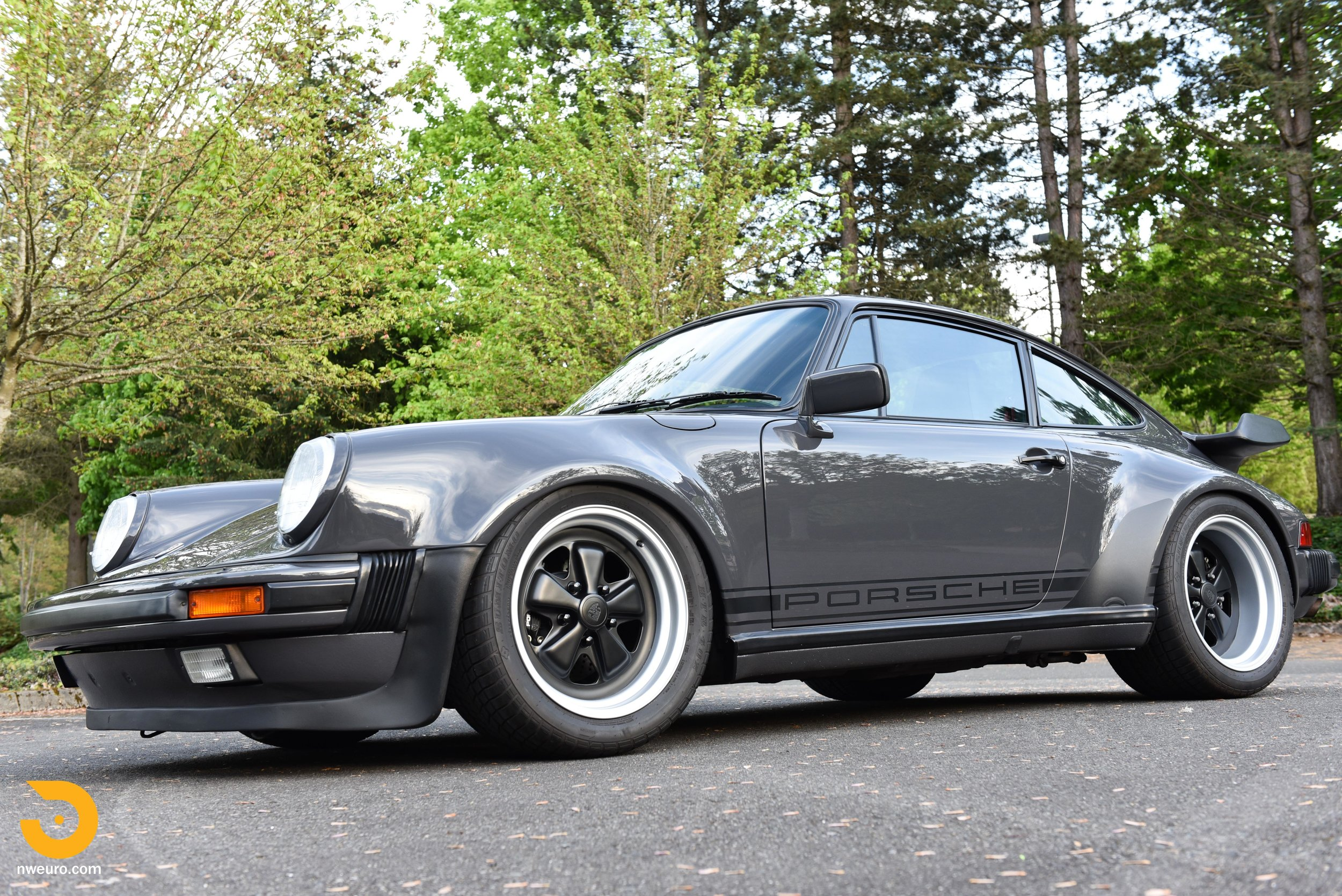 1985 Porsche 930-46.jpg