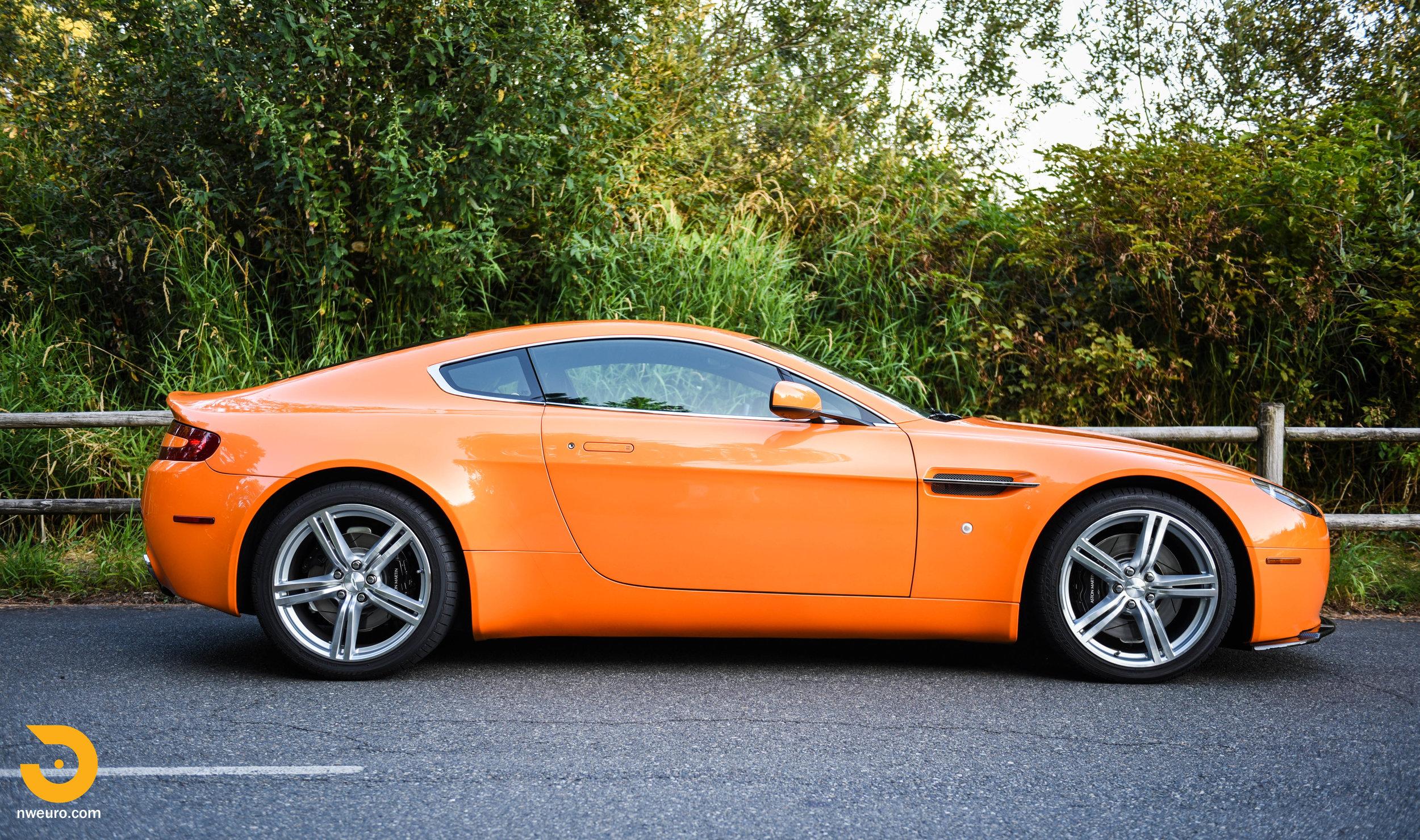 2009 Aston Martin V8 Vantage-4.jpg