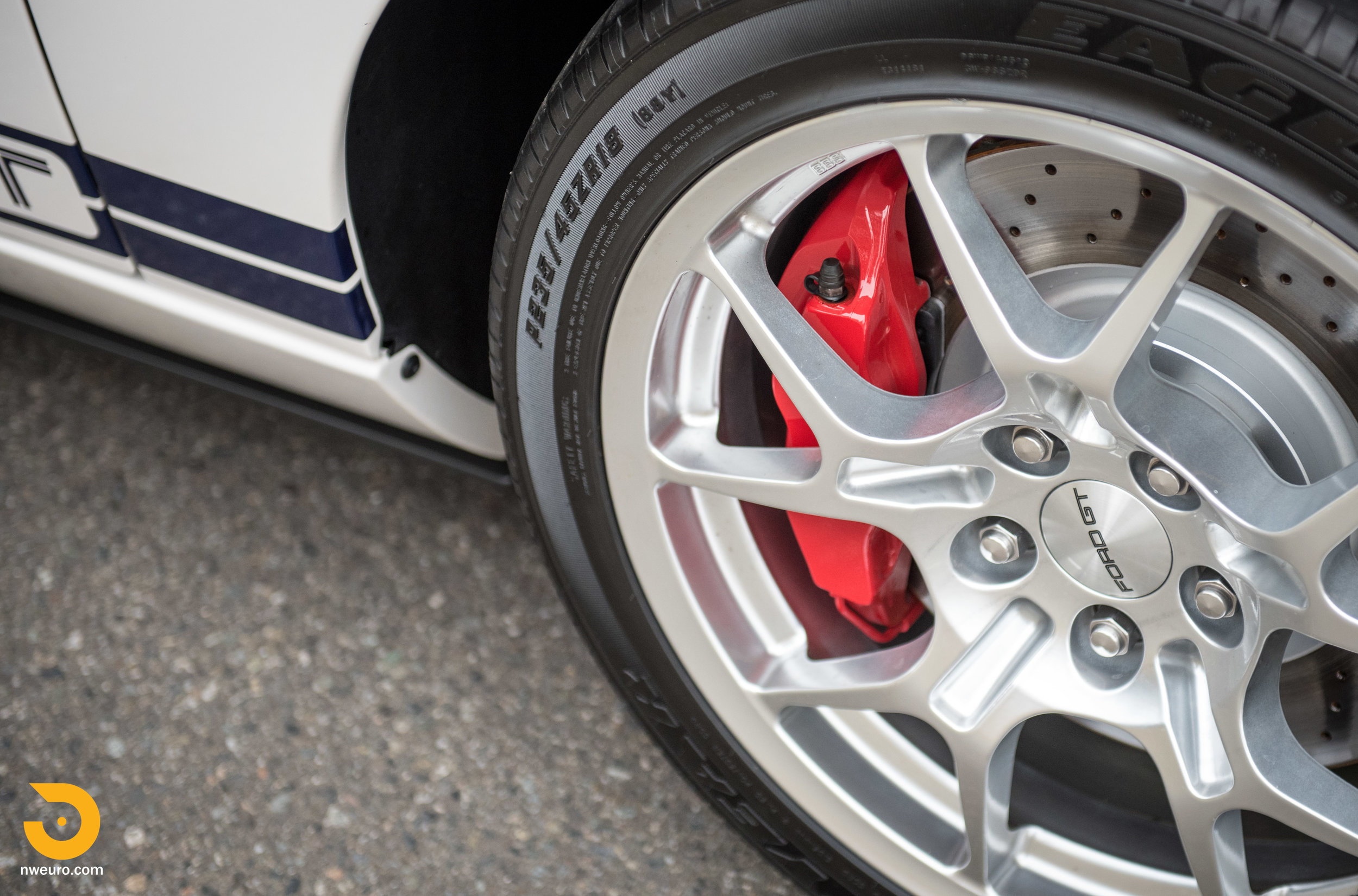 2005 Ford GT-9.jpg