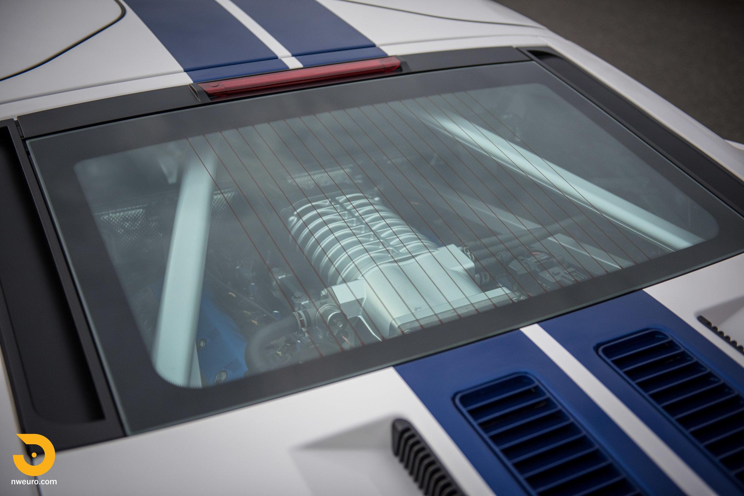 2005 Ford GT-17.jpg