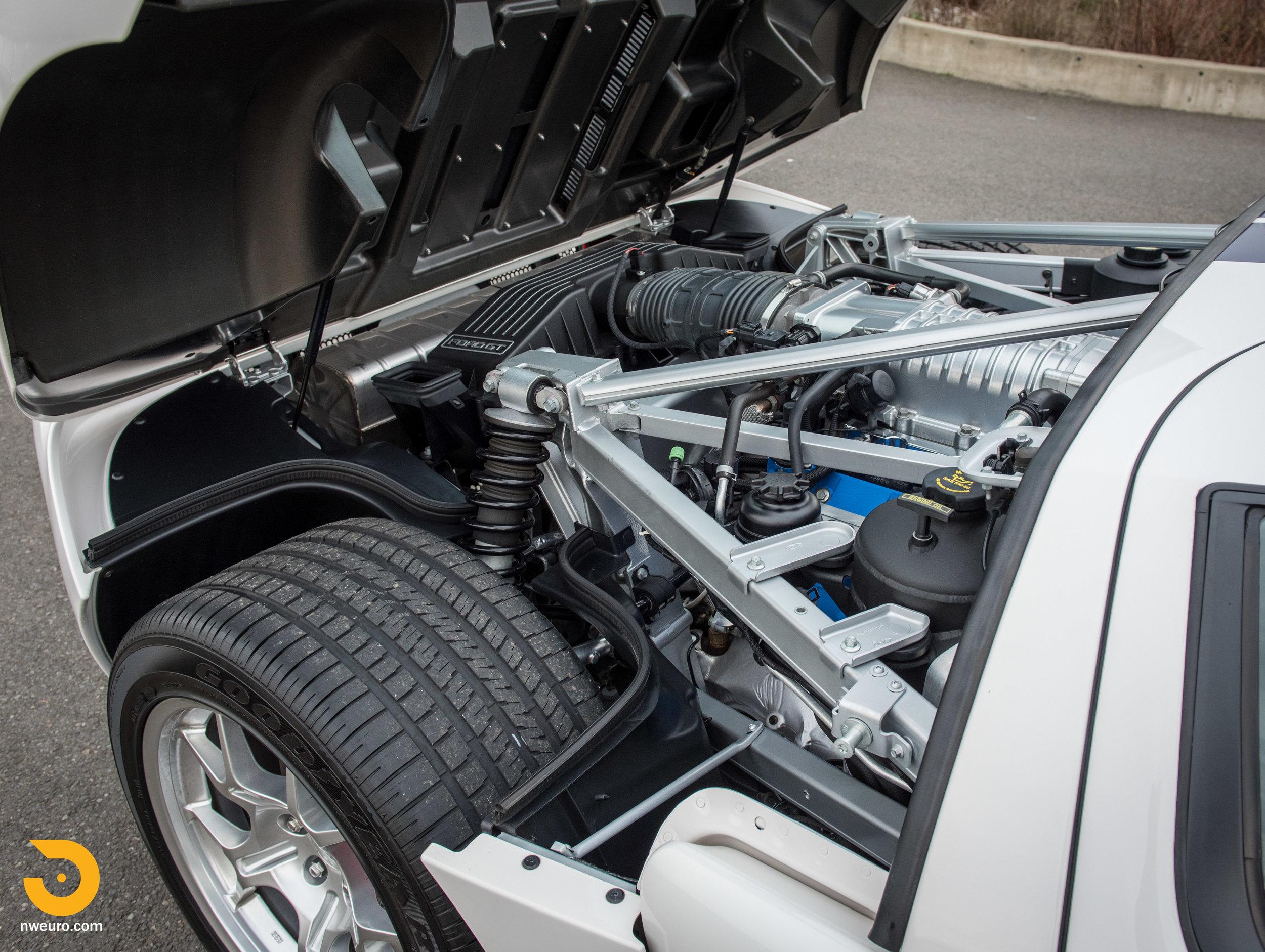 2005 Ford GT-30.jpg
