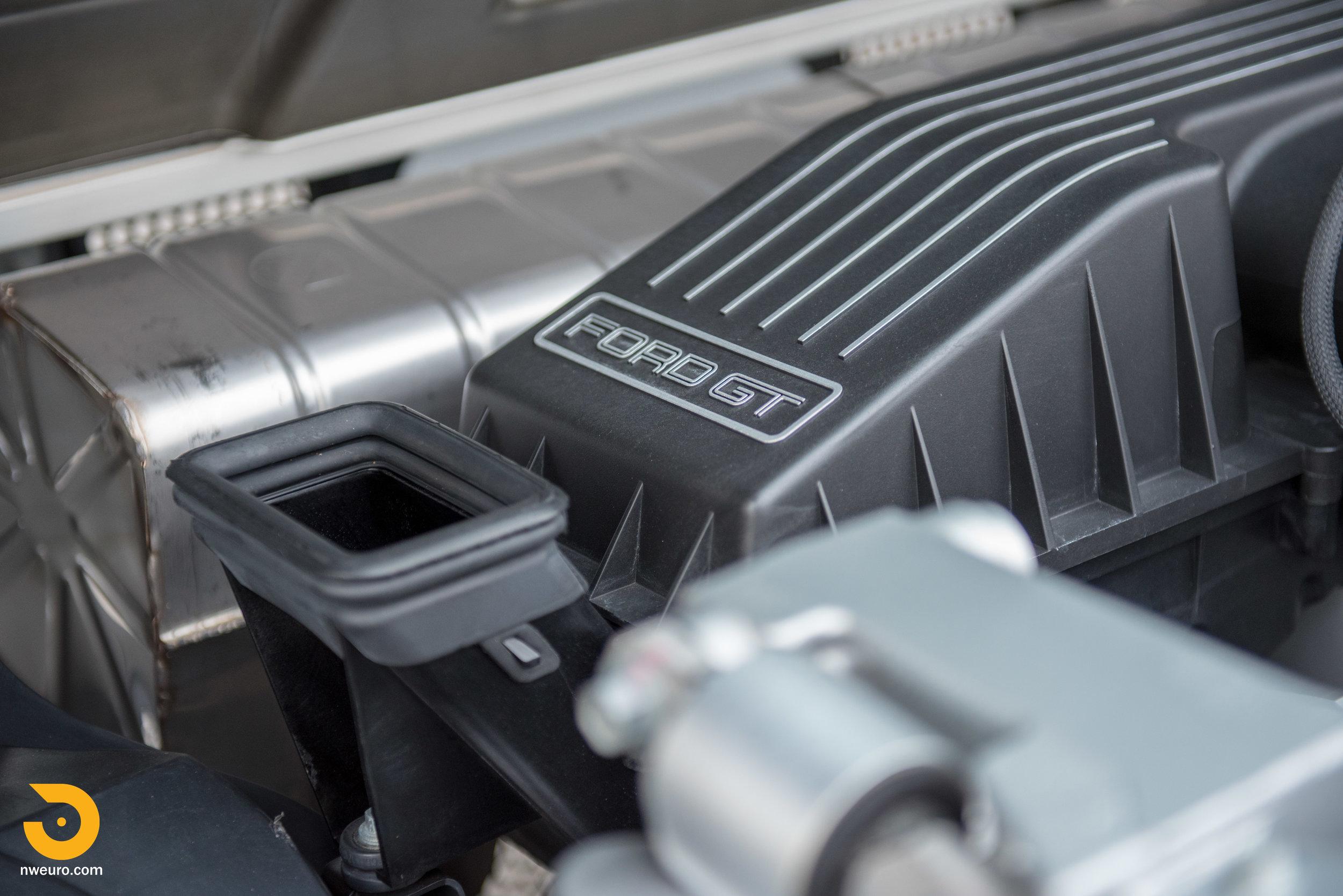 2005 Ford GT-34.jpg