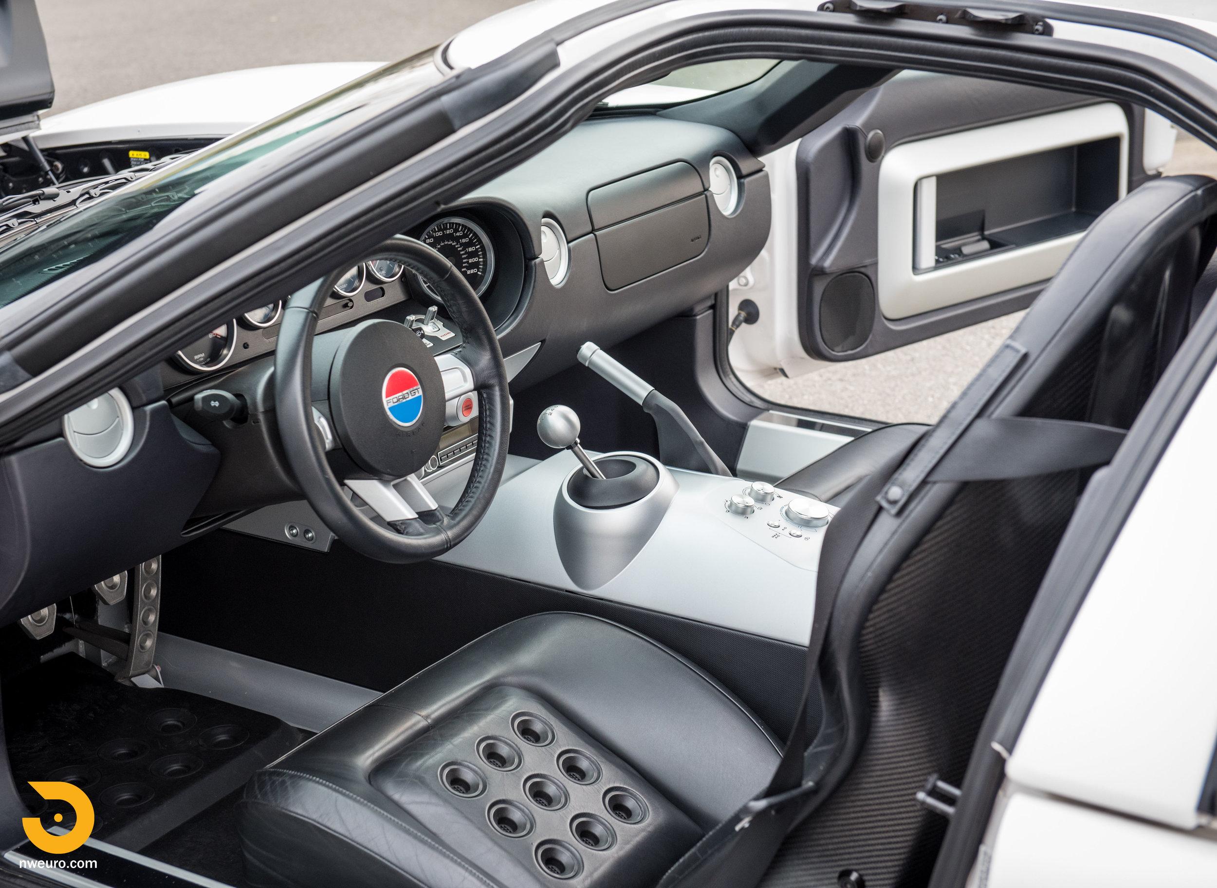2005 Ford GT-38.jpg
