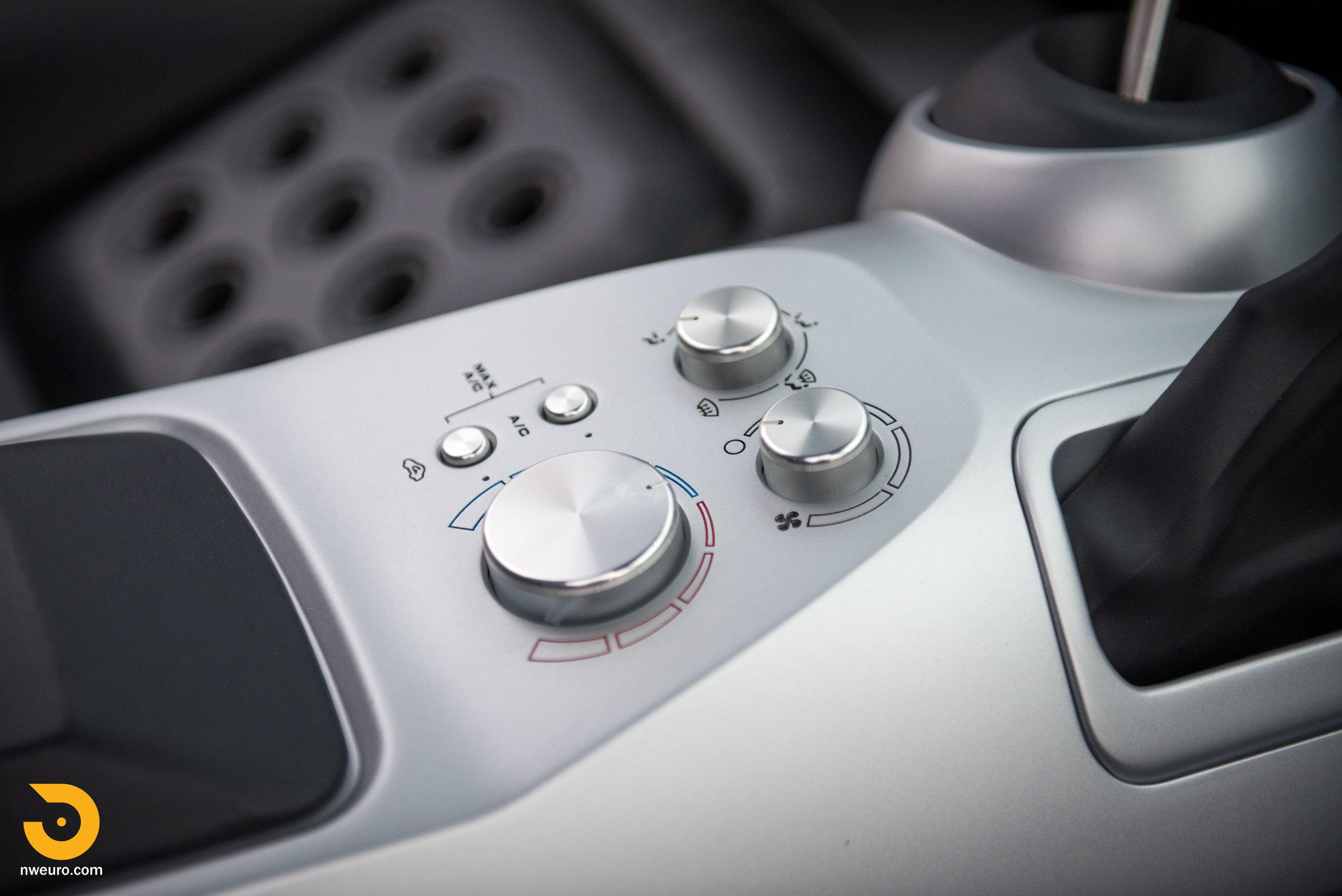 2005 Ford GT-47.jpg