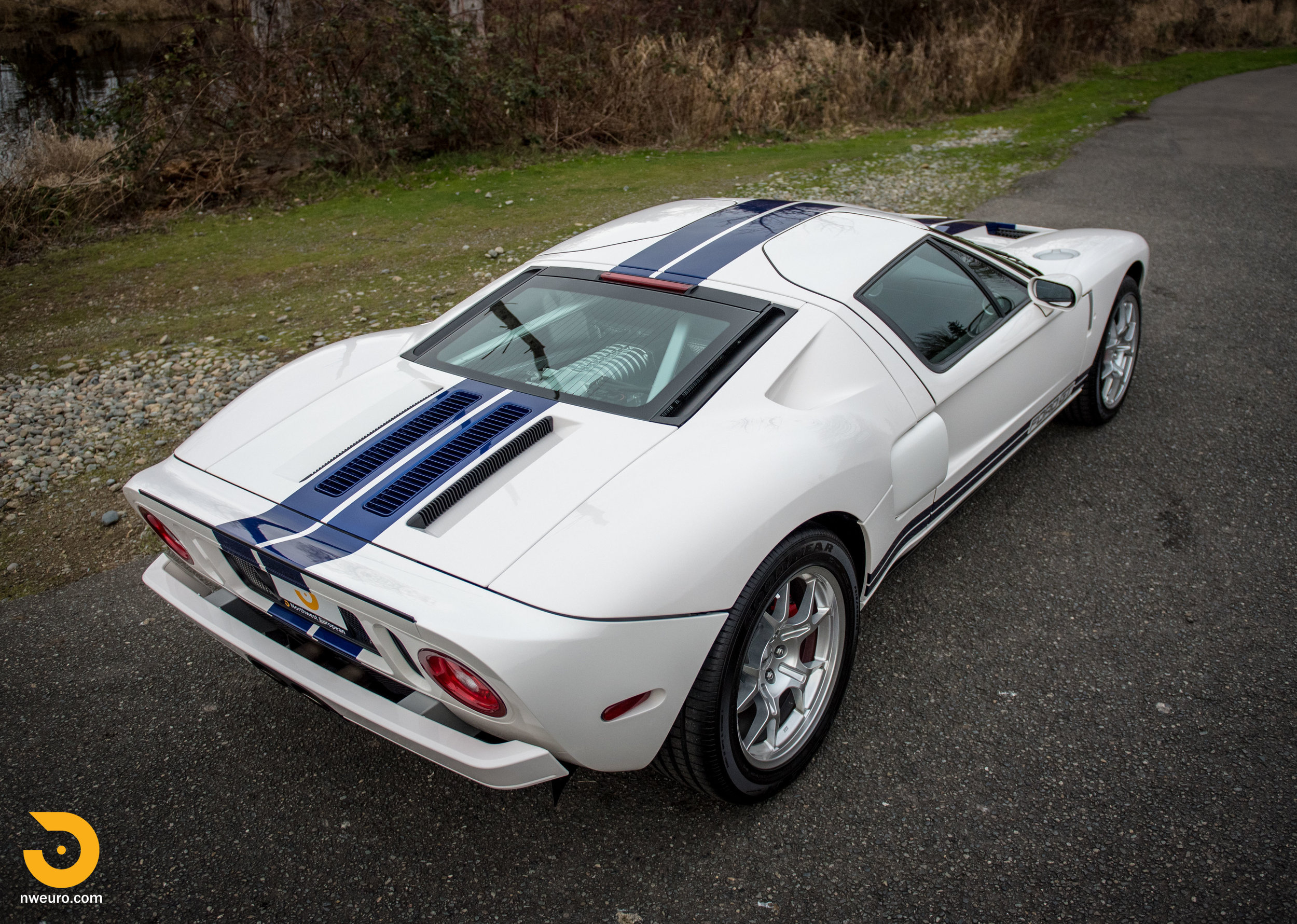 2005 Ford GT-57.jpg