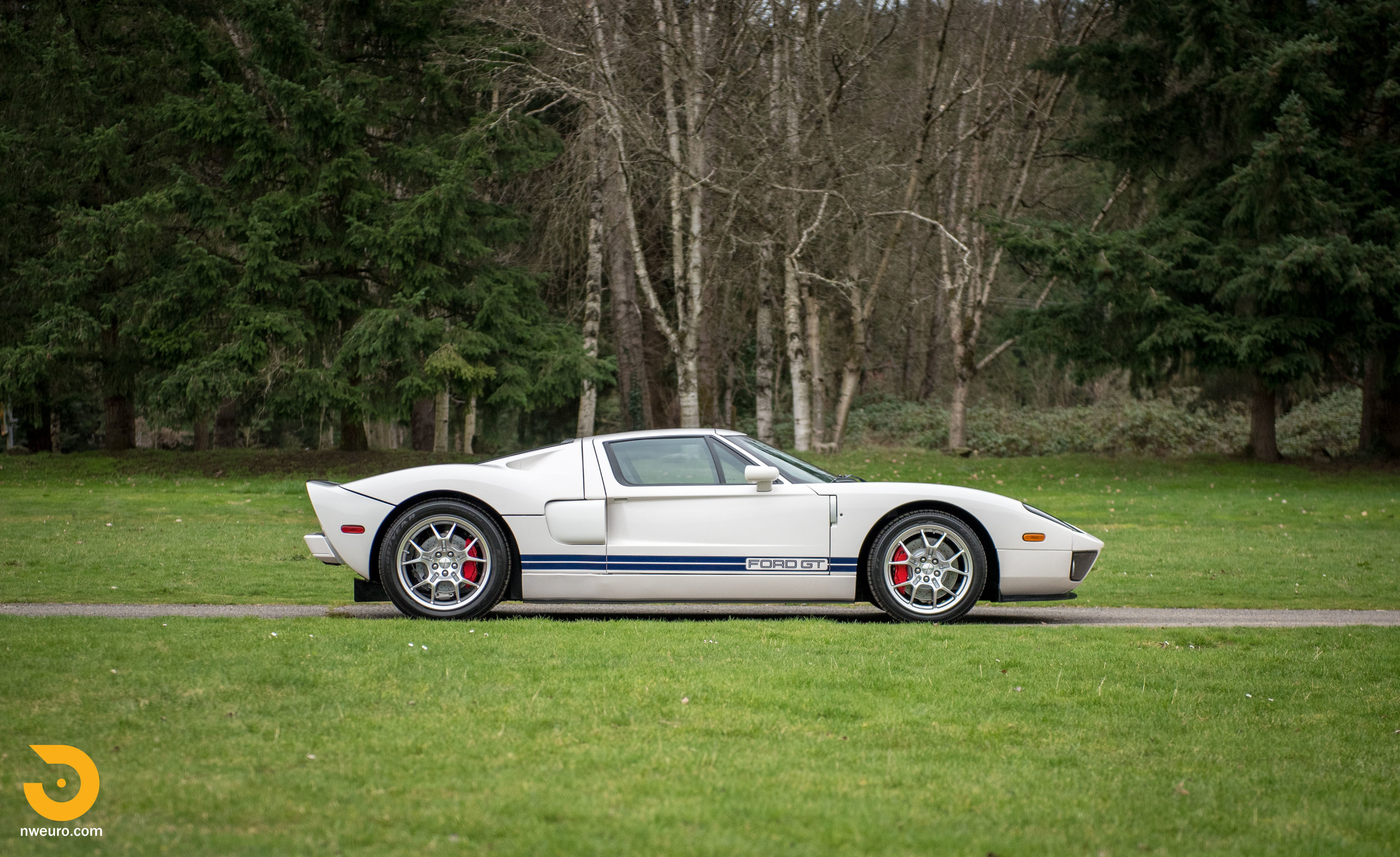 2005 Ford GT-58.jpg